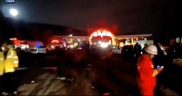 兰州收费站事故原因是什么 现场图片触目惊心