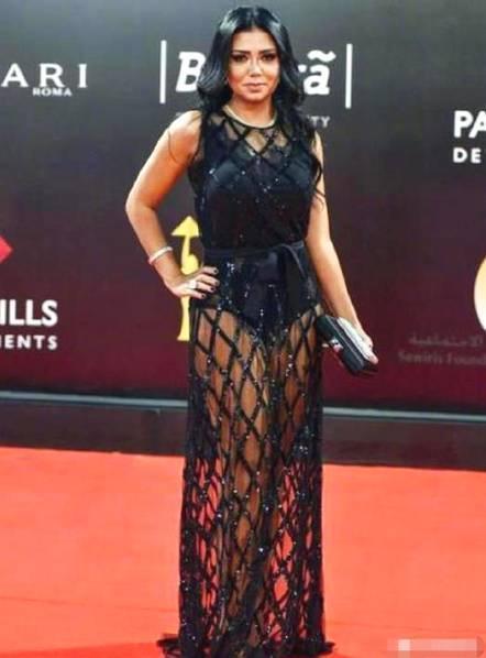 埃及女演员穿镂空裙被起诉,怒其有伤风化,或将面临5年刑期!