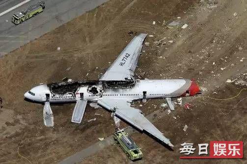 瑞典一架飞机坠毁具体情况 飞机坠毁如何逃生?