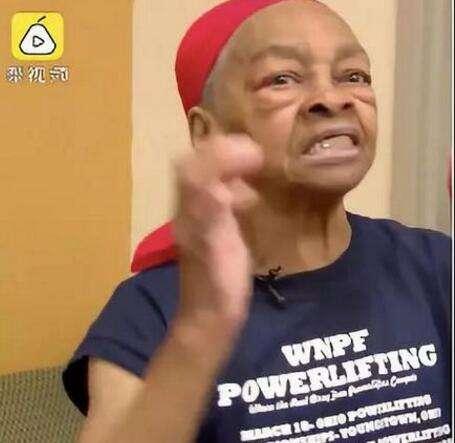82岁奶奶打抢劫者是什么情况 事情的经过是什么?
