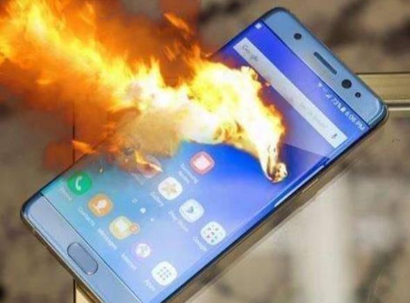 红米手机被爆自燃是怎么回事 小米客服对此如何回应的?