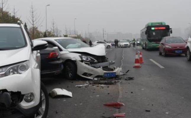 中州大道多车相撞是怎么回事 事故发生的原因是什么?