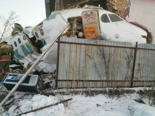 哈萨克飞机坠毁是怎么回事 国外为何经常发生坠机事故?