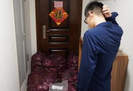 前男友把1吨洋葱转手卖1000多元 网友:偷鸡不成反噬一把米!