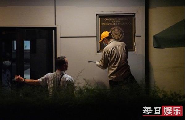 美国驻成都总领馆开始拆除门口徽标 为何选择关闭成都领事馆?